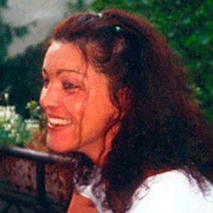Porträit der Berliner Iyengar Yoga Lehrerin Suhara Ben Rahal in ihrem Yogastudio in Berlin